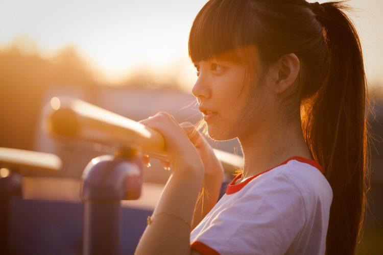 portrait-sunset-beauty-young-women-750x500